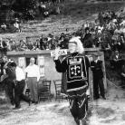 Gianni Bosio alla Carbonaia di Costabona nel 1966 durante la ricerca sui Maggi della Bismantova. Foto © Renzo Filippi / Archivio Romolo Fioroni