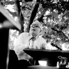 Gianni Bosio alla riunione del Nuovo Canzoniere Italiano nella casa di Gioietta Dallò, Biandronno (Va), 1966. Foto © Riccardo Schwamenthal / CTSImages – Phocus