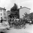La Banda di Cinquecerri di Ligonchio in piazza prima della partenza – Campagna di ricerca sui Maggi – Costabona 1966 – Foto © Giorgio Vezzani