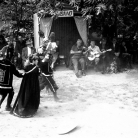 """""""Cilene alla città del Sole"""" alla Carbonaia – Campagna di ricerca sui Maggi – Costabona 1966 – Foto © Giorgio Vezzani"""