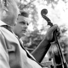 I musicisti del Maggio – Battista Prati violino, Ruggero Cappelletti chitarra – Campagna di ricerca sui Maggi – Cinquecerri 1966 – Foto © Giorgio Vezzani