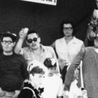Particolare della foto 9. Si riconoscono (da sinistra) Sergio Lodi, Dante Bellamio, Ivan Della Mea con il microfono, Clara Longhini, Alberto Conti con la cinepresa e, girato di fianco, Gianni Bosio. Campagna di ricerca sui Maggi, Costabona 1966. Foto © Riccardo Schwamenthal / CTSimages.com – Phocus