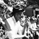 """""""Cilene alla città del sole"""" – Il pubblico – Campagna di ricerca sui Maggi, Costabona 1966. Foto © Riccardo Schwamenthal / CTSimages.com – Phocus"""