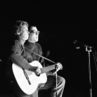 Ivan Della Mea con Sandra Mantovani al Folk Festival 1, Parco Basso di Venaria Reale (To), 1965. Foto © Riccardo Schwamenthal / CTSImages – Phocus