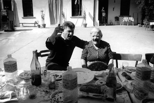 """Franco con Genia Azzali alla cascina del """"Micio"""", Gianfranco Azzali, a Pontirolo, 1995"""